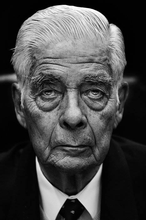 Murió el genocida multicondenado Luciano Benjamín Menéndez.