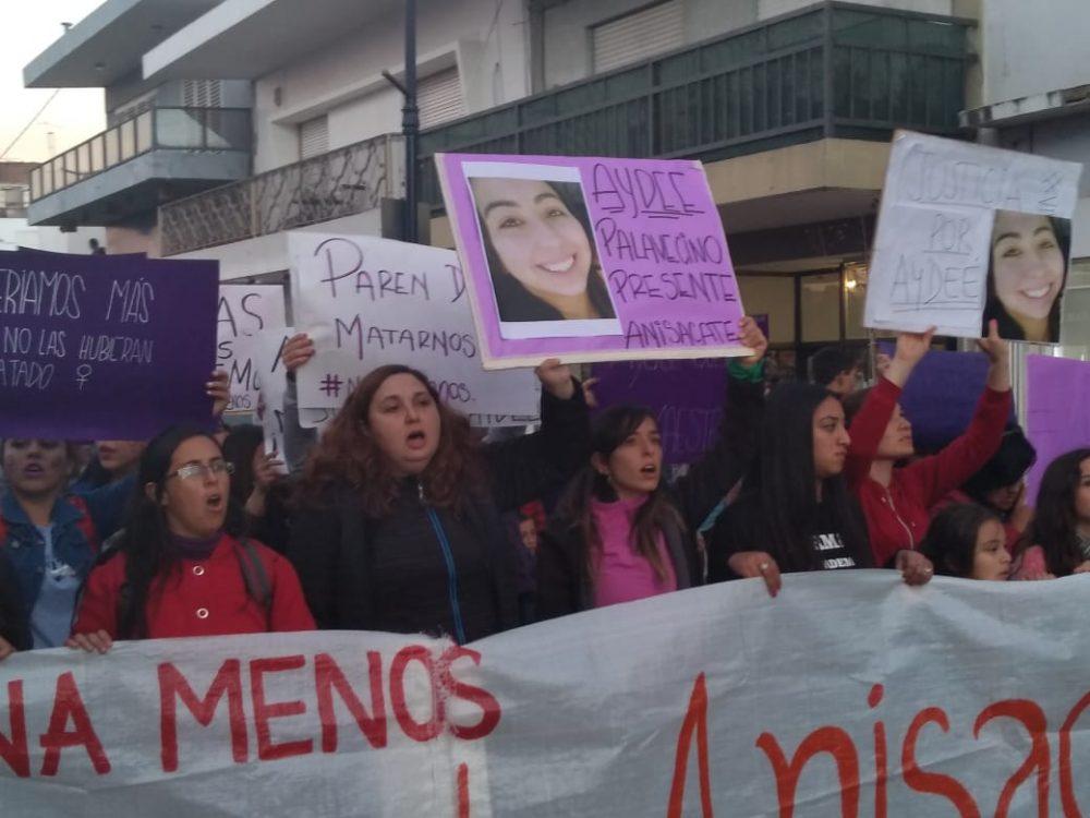 niunamenos aydee - Multitudinaria marcha de #Niunamenos en Alta Gracia