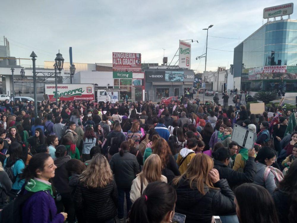niunamenos convocatoria - Multitudinaria marcha de #Niunamenos en Alta Gracia