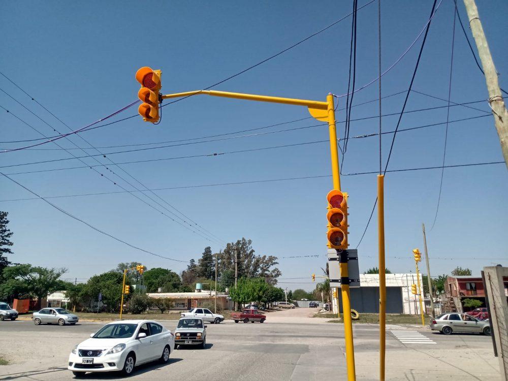 semaforo malvinas - Instalaron semáforos en Malvinas y Ruta 5