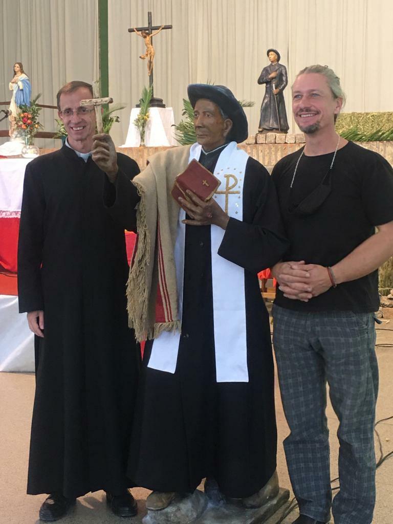 brochero tanzania - La escultura del Cura Brochero ya fue armada en Tanzania