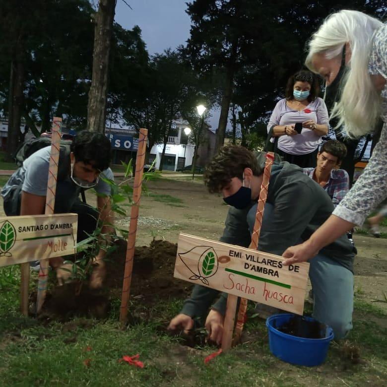 memoria plantacion arboles - Cientos de personas marcharon en Alta Gracia por la Memoria, la Verdad y la Justicia