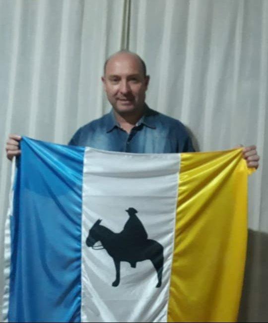 silvio fernandez bandera brochero E - Bandera Brocheriana creada por altagraciense quedará en exposición en Museo Casa Natal de Brochero